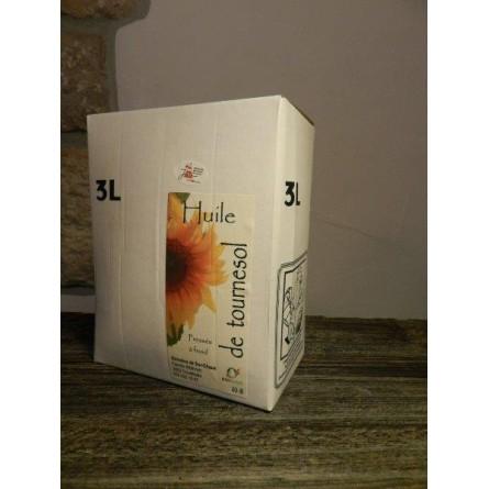 Echeveau de laine brune foncée (race brun noir du jura)